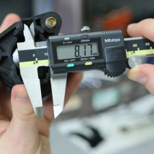 Mitutoyo 500-196-30 Absolute Scale Digital Caliper features a large LCD display